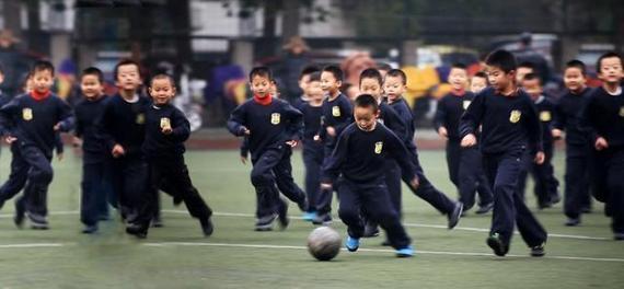踢球影响学习?北京名校校长:不存在的