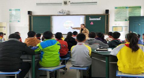 仪征市信息技术与课程融合名师工作室走进扬子学校