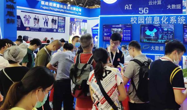 热点|上海国际校服展:智能校服燃点爆棚,好评如潮