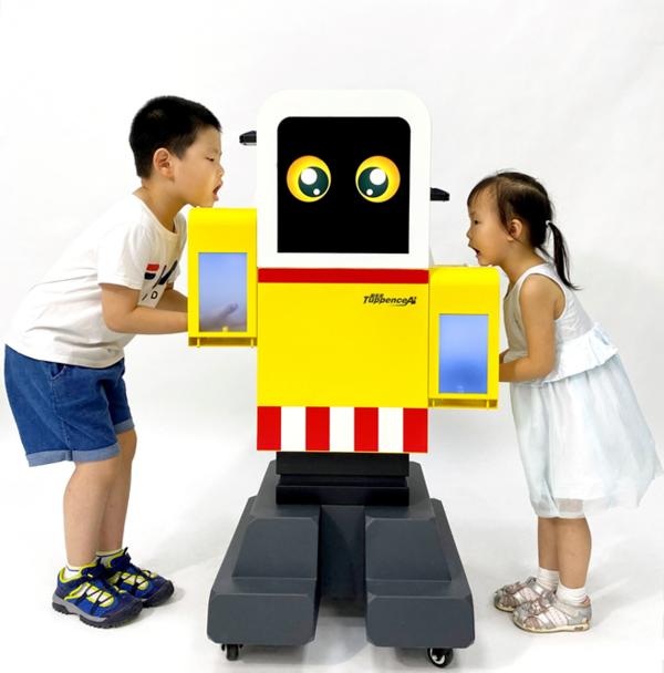 校园全能机器人沃包包耀眼上市