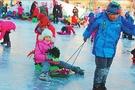 冰情雪趣点燃冬日校园 哈尔滨青少年上冰雪