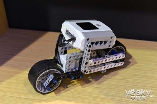 致力教育 能力风暴教育机器人亮相上海车展