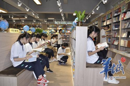 """佛山这间中学图书馆入选全省十大""""最美阅读空间"""""""