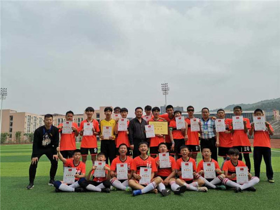 点燃大美激情 共享快乐足球——青神县实验初中开展班级足球联赛活动